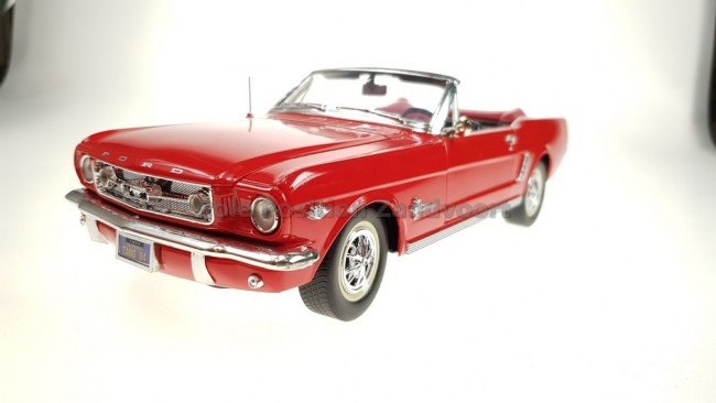 1 18 ford mustang convertible. Black Bedroom Furniture Sets. Home Design Ideas