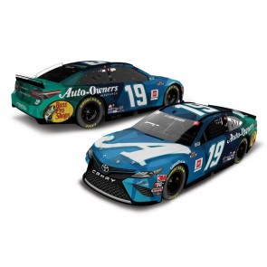1:24 NASCAR Toyota Camry, M. Truex Jr.  '2020 Auto-Owners Insurance Sherry Strong' Elite